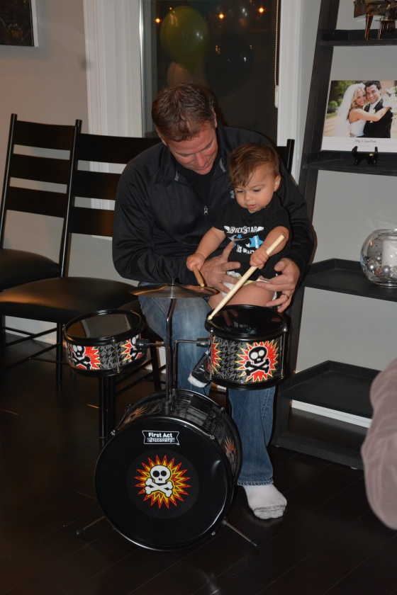 Rocco got this super cool drum set from Uncle Paulie, Auntie Kathy and his cousins Sophia and Josie. Grandpa G gave him his first set of lessons…he loves it!